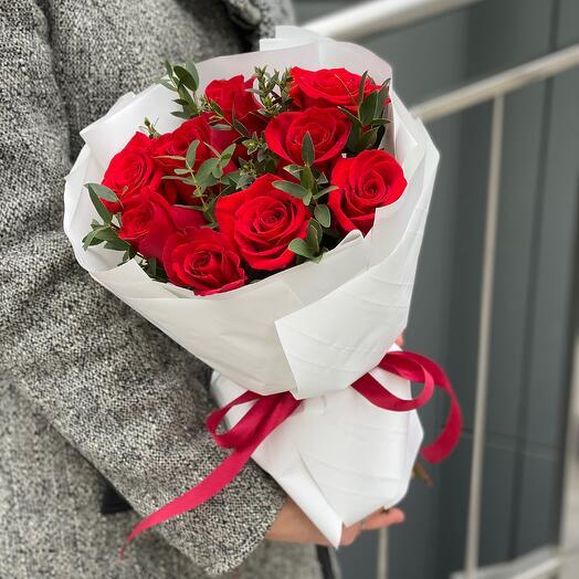 Букет Маленький Париж из роз и эвкалипта