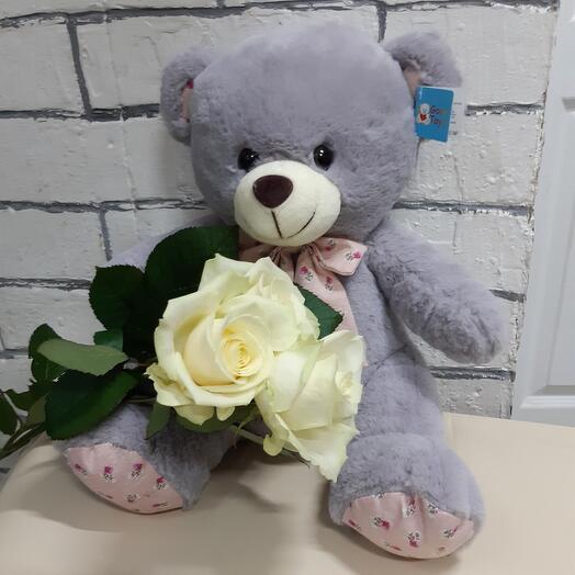 Серый мишка с розами