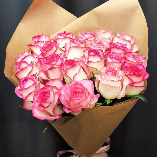 ✅ Букет роз Джумилия в крафт бумаге