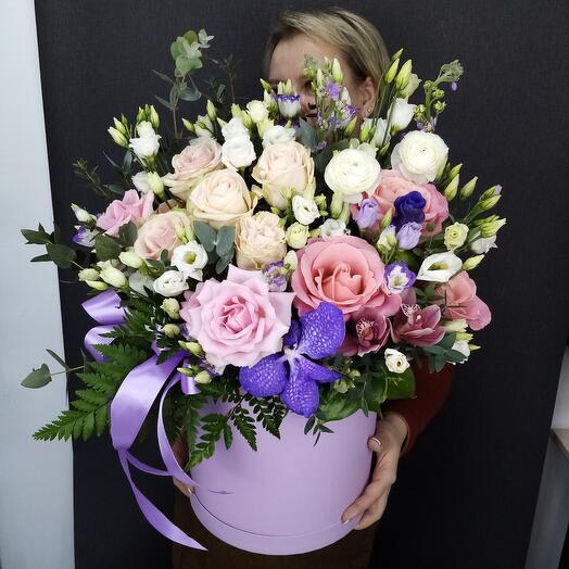 Цветы в коробке лаванда