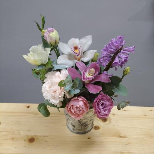 Цветы в ведерке