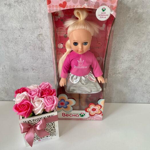 Кукла Алла с букетом мыльных роз