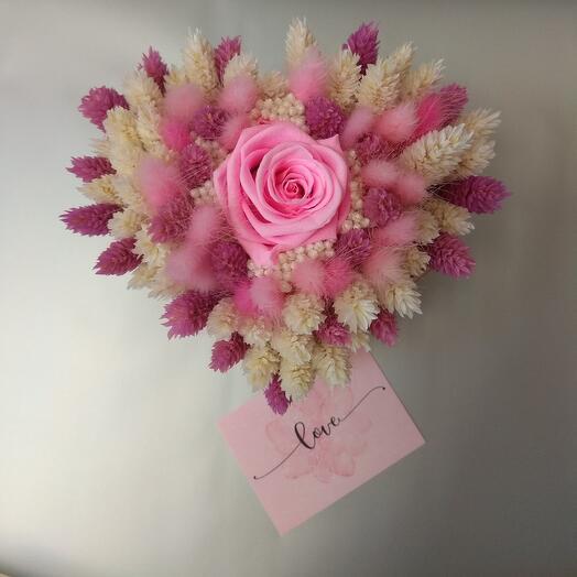 Сердечко из сухоцветов с розой