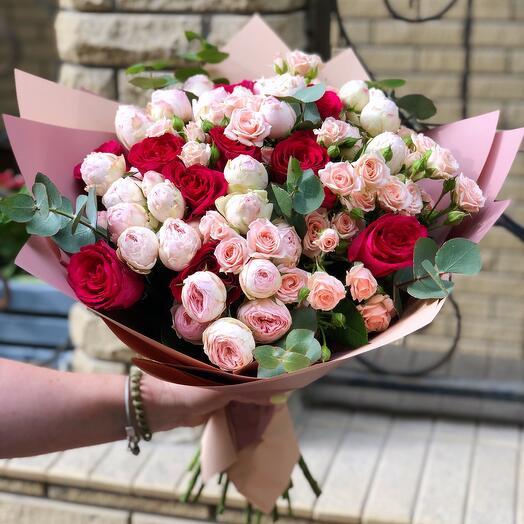 Букет микс с пионовидными кустовыми розами