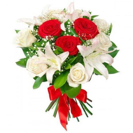Классический букет с розами и лилией