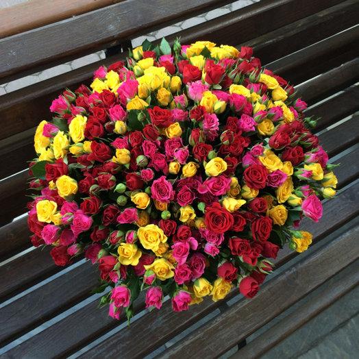 Букет из 100 разноцветных кустовых роз 60 см: букеты цветов на заказ Flowwow