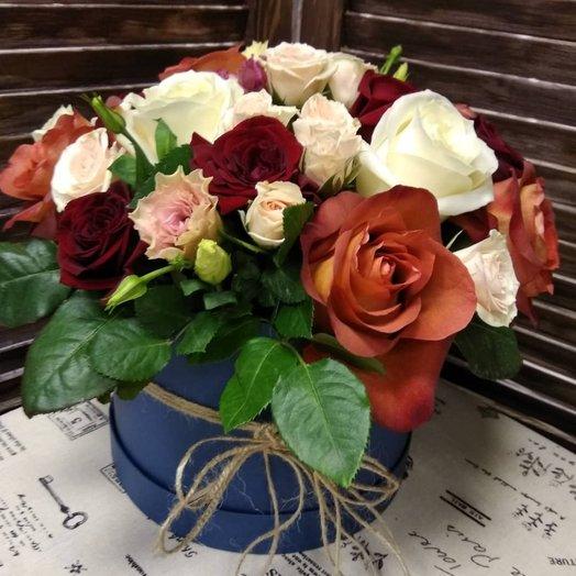 Композиция с цветами в шляпной коробке: букеты цветов на заказ Flowwow