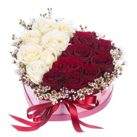 Коробка сердце с розами: букеты цветов на заказ Flowwow