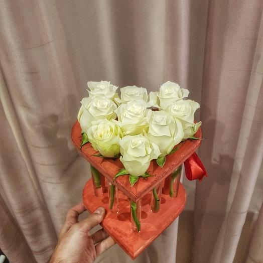 Красное сердце из 9 роз: букеты цветов на заказ Flowwow