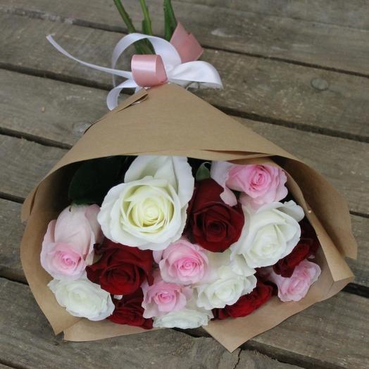 15 РОЗ миксовых в крафте: букеты цветов на заказ Flowwow