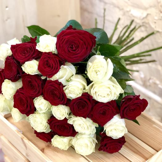 31 bouquet of white and red roses 60 cm