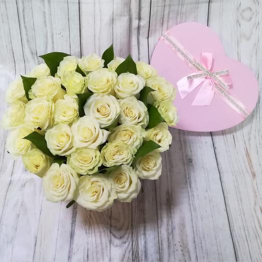 Коробка ,,сердце,,с белыми розами