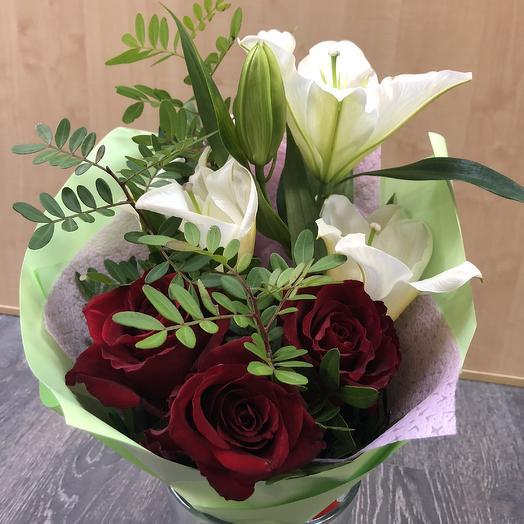 Букет «Красный комплимент»: букеты цветов на заказ Flowwow