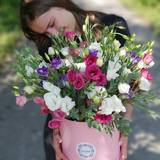 Коробочка из эустомы: букеты цветов на заказ Flowwow