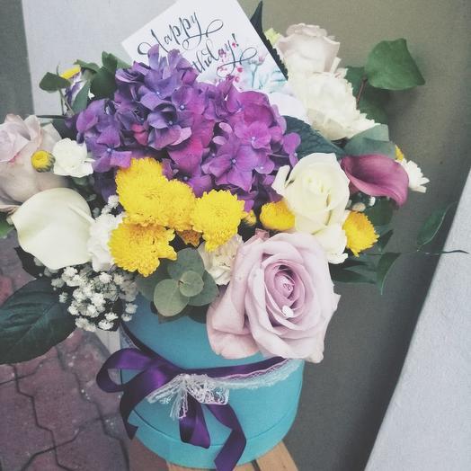 Яркая композиция в коробке: букеты цветов на заказ Flowwow