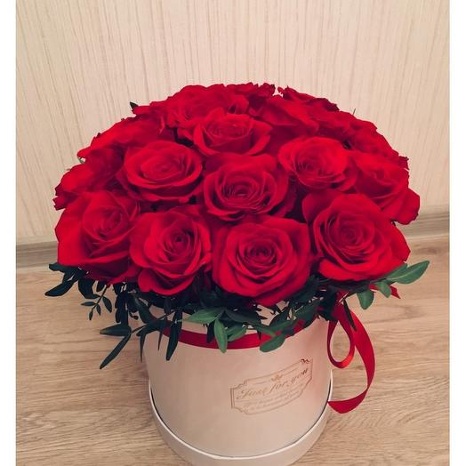 25 красных роз Freedom в коробке