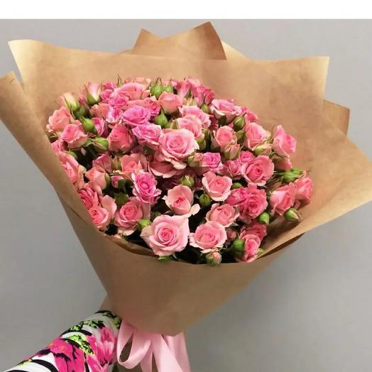 Монобукет из кустовой розы в крафте