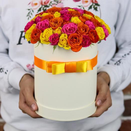 Шляпная коробка из 15 кустовых роз (микс). N837