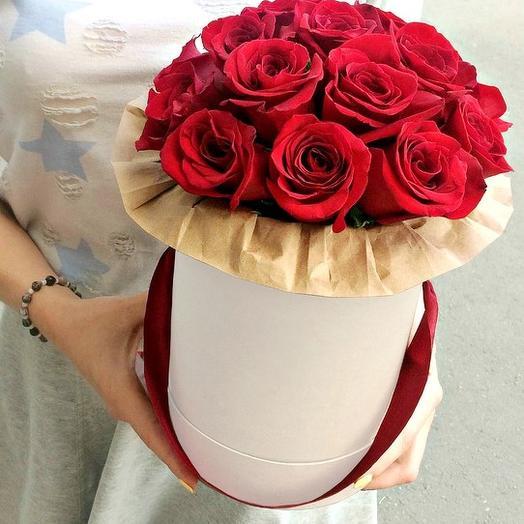 Шляпная коробка из 11 красных роз премиум