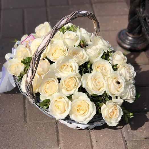 ✅ Корзина белых роз