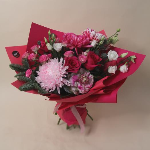 Яркий букет из роз и хризантем