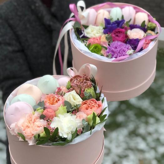 Цветы в коробке с зефирками