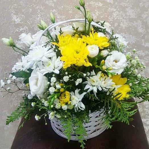 Корзина- бело/желтые цветы