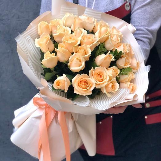 Букет 35 персиковых роз «Аваланж пич»