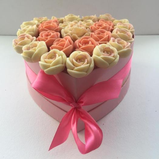 Сердце из 27 шоколадных роз