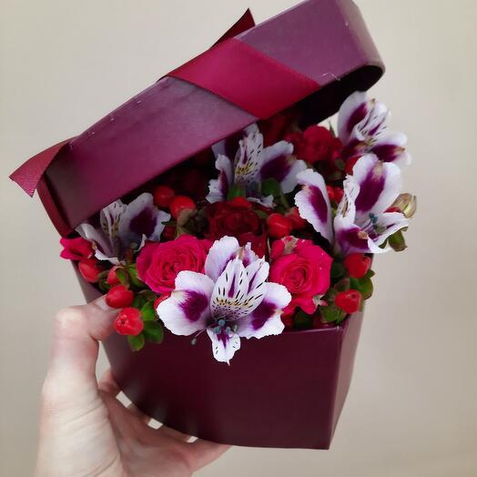 Милый презент в коробке сердечко