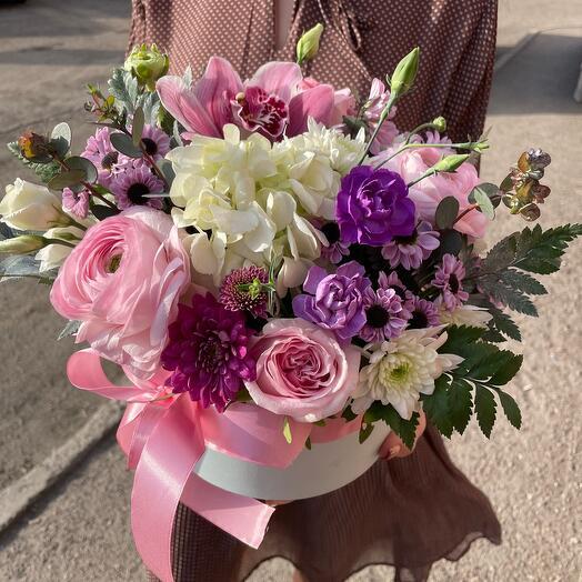 Нежная композиция с весенними цветами