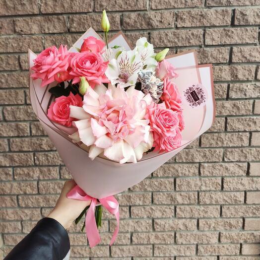 Нежный букет-комплимент с розой Софи Лорен