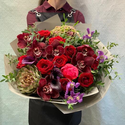 Роскошный букет с розами и орхидеями