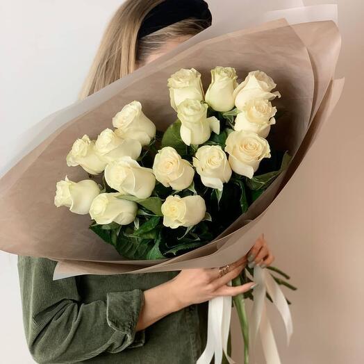 15 белых роз в оформлении «Yuppi»