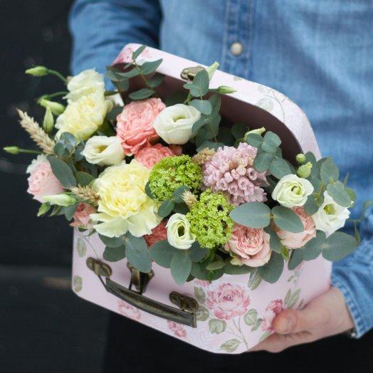 Чемоданчик счастья: букеты цветов на заказ Flowwow