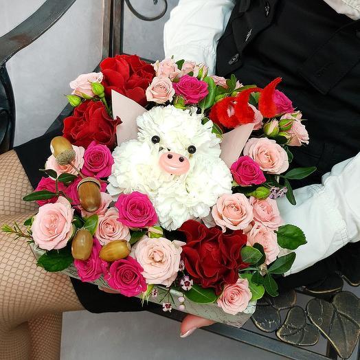 """Композиция """"Встречаем Новый Год! с хрюшечкой"""": букеты цветов на заказ Flowwow"""