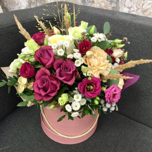 Цветочная композиция с элементами сухоцветов