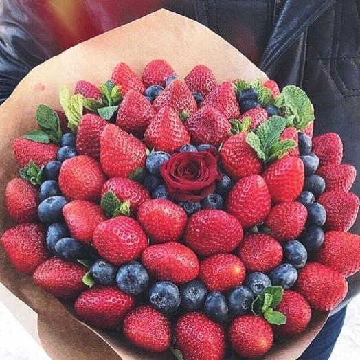 Клубничный букет «Сезон»: букеты цветов на заказ Flowwow