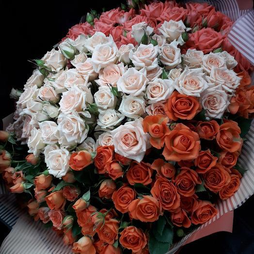 65 кустовых роз: букеты цветов на заказ Flowwow