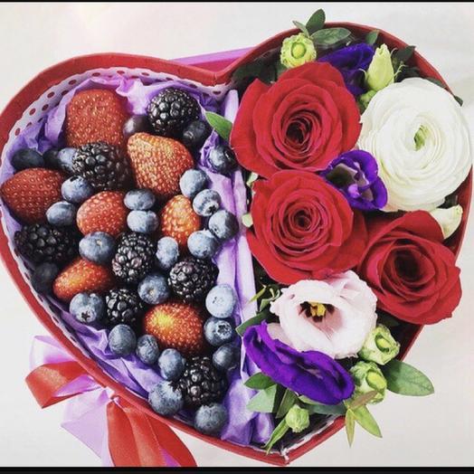 Коробочка «Ежевика»: букеты цветов на заказ Flowwow