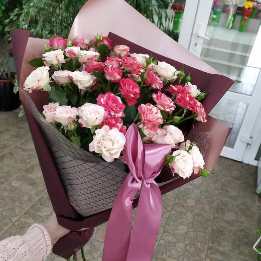 Стильный букет кустовых розочек: букеты цветов на заказ Flowwow