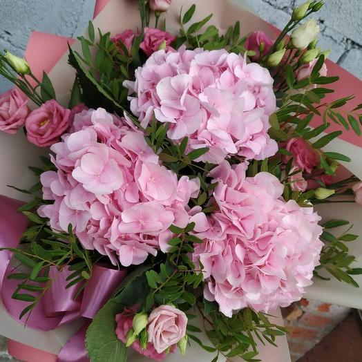 """Букет с гортензией """"В центре внимания"""": букеты цветов на заказ Flowwow"""