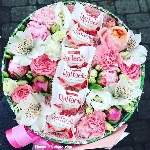 Flower box with raffaello: flowers to order Flowwow