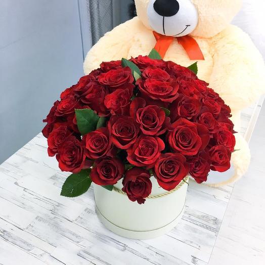 31 алая роза в шляпной коробке