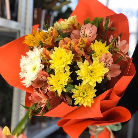 Букет с хризантемой и альстромерией