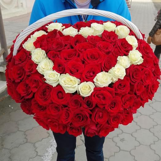Корзина- сердце из 121 розы