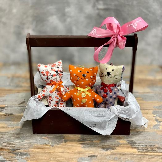 Подарочный ящичек с игрушками ручной работы «Котята»