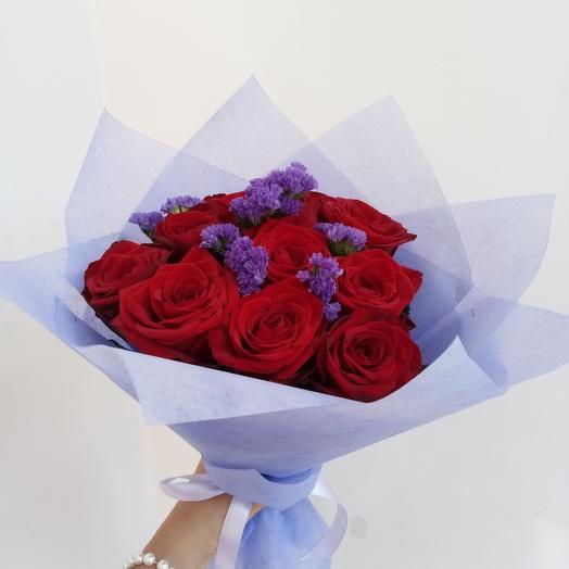 Розы со статицей