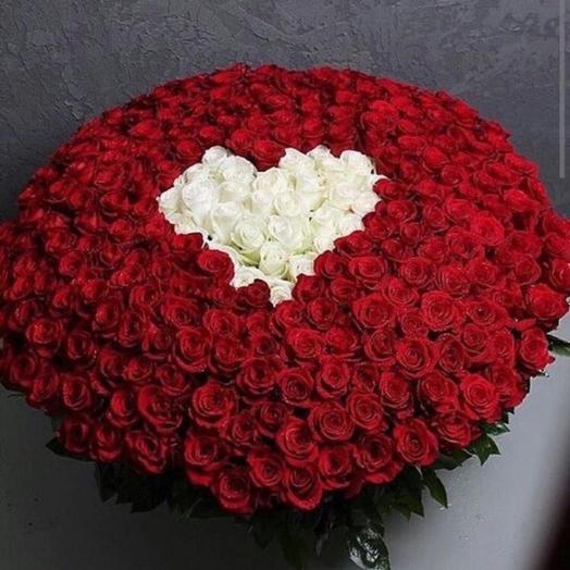 Корзина с 301 розой