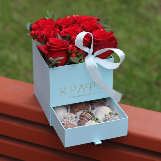Box with strawberries